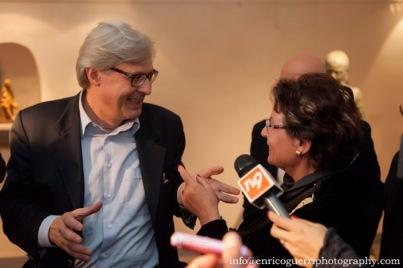 Vittorio Sgarbi intervistato dalle televisioni alla presentazione della mia esposizione pers. di sculture nella Sala delle Colonne, Pontassieve, Novembre  2014